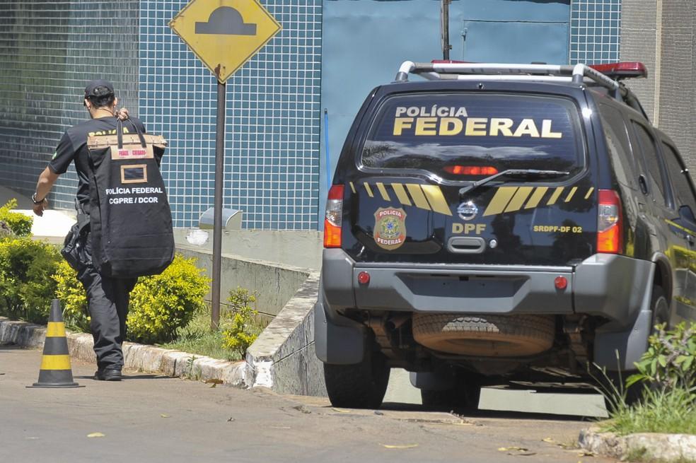Polícia Federal cumpre mandados contra organização criminosa suspeita de fraudes e desvio de dinheiro público.  (Foto: Agência Diário)
