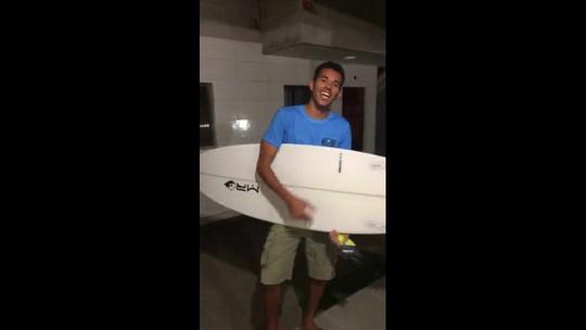 Entre construção da casa própria e esporte, surpresa muda rumos da vida de surfista
