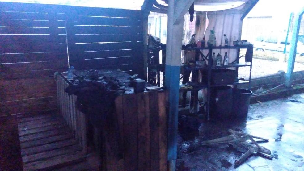 Chamas se espalharam pelo local após explosão, segundo bombeiros — Foto: Corpo de Bombeiros de Blumenau/Divulgação