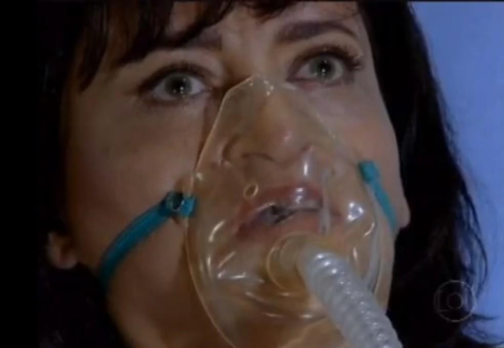 Marcela (Suzana Pires) acorda do coma em 'Fina Estampa' — Foto: Globo