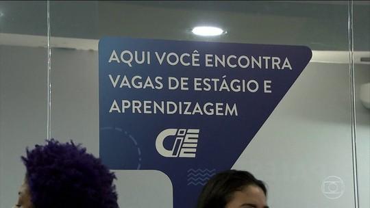 Procura pelo primeiro emprego leva cerca de 50 mil pessoas a uma feira, em São Paulo
