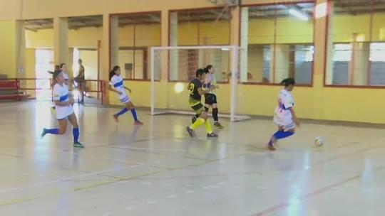 Goleira de 14 anos marca duas vezes nas quartas do Acreano de Futsal Feminino adulto