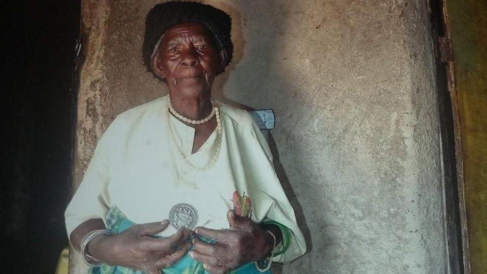 Em 2006, ela Zura recebeu uma medalha por salvar dezenas de pessoas do genocídio — Foto: Jean Pierre Bucyensenge