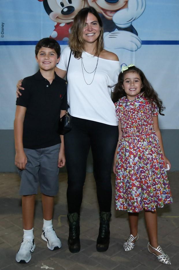 Carol Sampaio e os sobrinhos Ana Luzia e Luis Felipe (Foto: Roberto Filho/Brazil News)