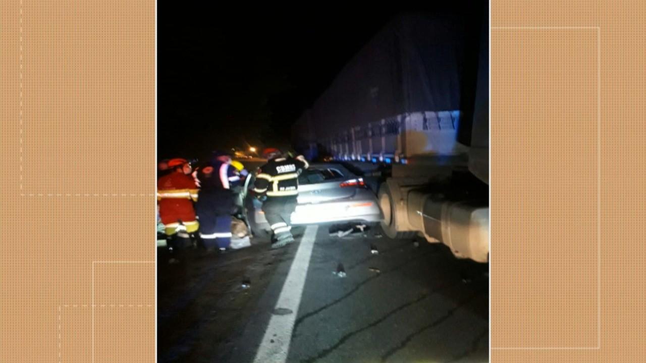 Quatro mulheres morrem em acidente entre carro e caminhão em Tio Hugo