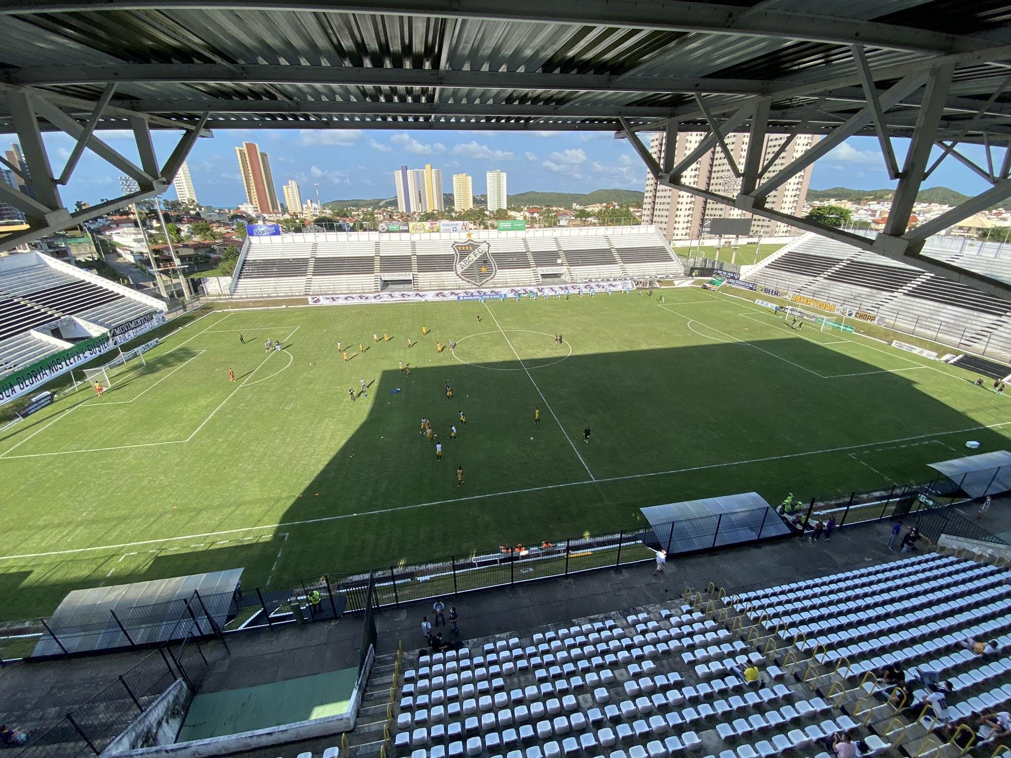 Decreto da Prefeitura de Natal autoriza até 50% de público nos estádios de futebol
