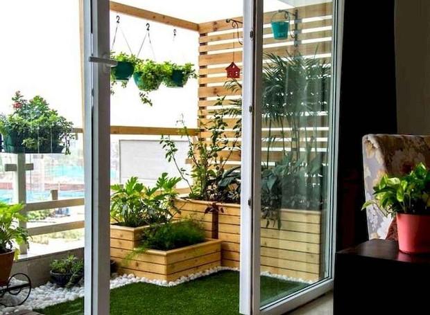 As plantas no terraço deixam o espaço mais alegre  (Foto: Reprodução/Pinterest)