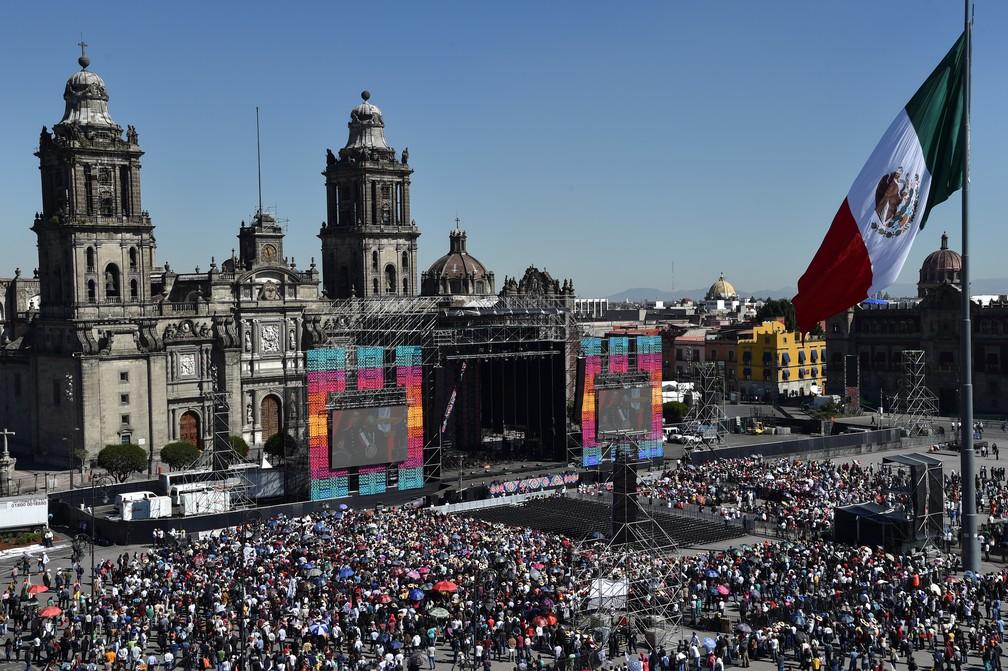Milhares de mexicanos acompanham posse do novo presidente mexicano — Foto: RODRIGO ARANGUA / AFP