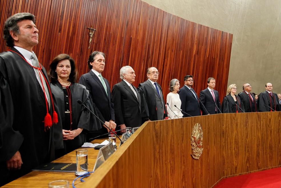 O ministro Luiz Fux (primeiro à esquerda), durante a posse como novo presidente do TSE (Foto:  Beto Barata/PR)