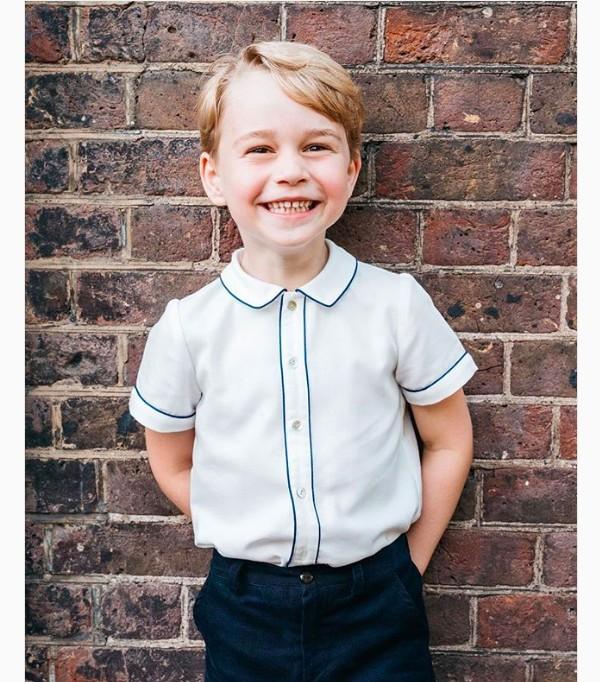 A foto que marca os 5 anos do Príncipe George, divulgada pelo Instagram do Palácio de Kesington (Foto: Reprodução / Instagram)