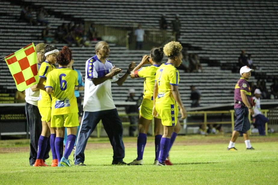 Toinho defende atuação de Valéria após gols perdidos: