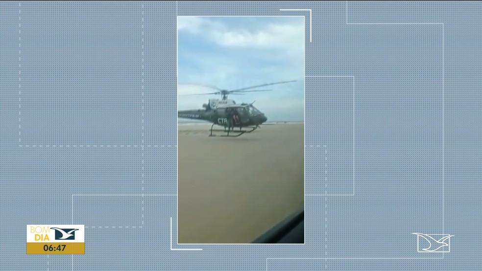 Helicóptero do CTA pousa e aborda motorista cometendo infração entre as praias do Meio e Araçagi em São José de Ribamar — Foto: Reprodução/TV Mirante