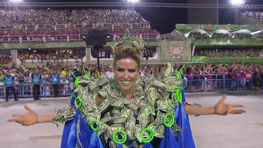 Leona Cavalli conta como foi carregar fantasia de 15kg na Portela
