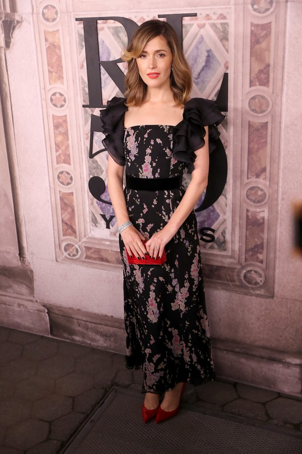 NEW YORK, NY - SEPTEMBER 07:  Rose Byrne attends the Ralph Lauren fashion show during New York Fashion Week at Bethesda Terrace on September 7, 2018 in New York City.  (Photo by Rob Kim/Getty Images) (Foto: Getty Images)
