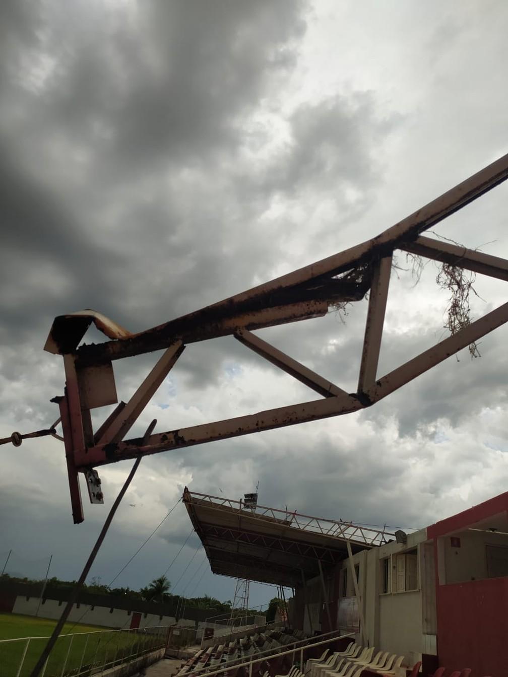 Estrutura da Arena Ytacoatiara cedeu após chuva  — Foto: Reprodução/Redes Sociais