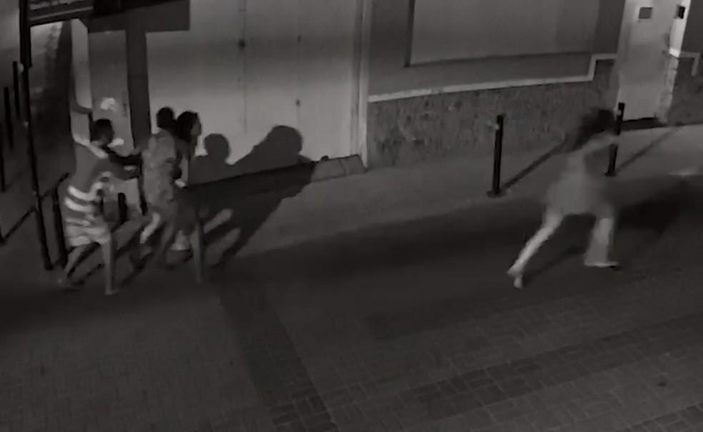 Mulheres foram assaltadas no Rio Vermelho. — Foto: Reprodução/TV Bahia