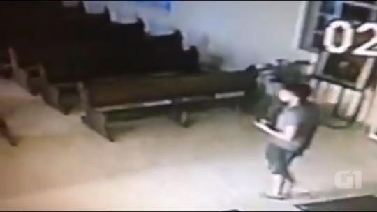 Vídeo mostra ladrão fazendo sinal da cruz antes de furtar imagem de santa em igreja de União da Vitória