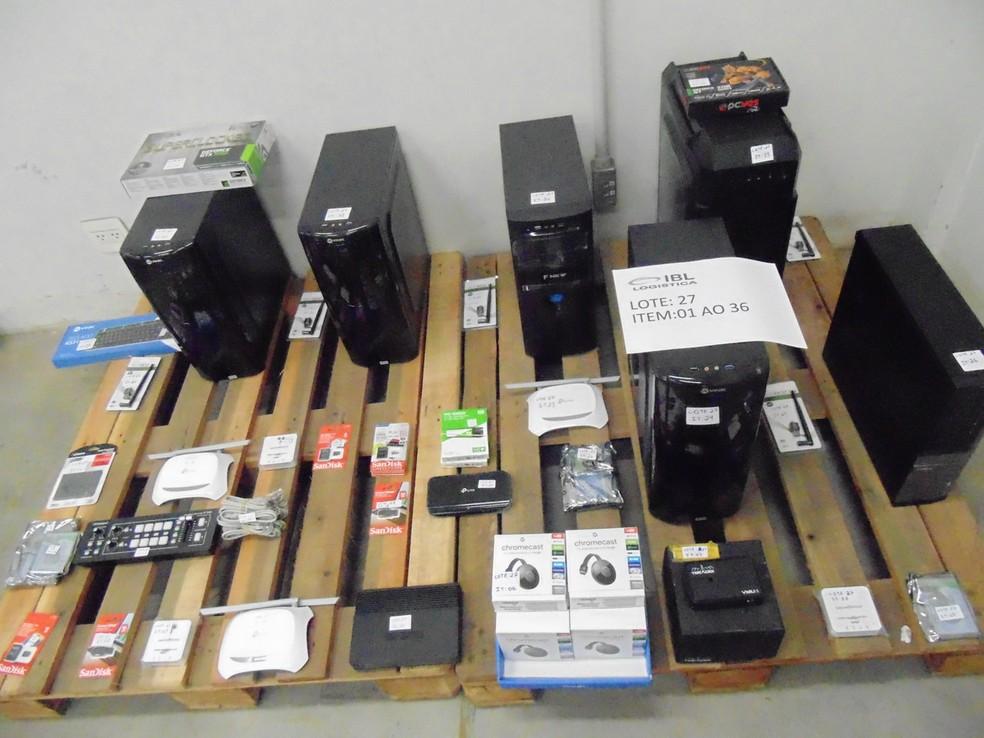 Computadores, roteadores e dispositivos Chromecast são alguns dos itens desse lote para PJ — Foto: Divulgação/ Receita Federal