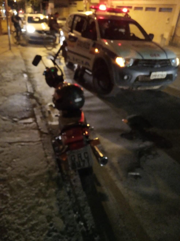Moto bateu de frente com uma viatura da PM — Foto: Polícia Militar/ Divulgação