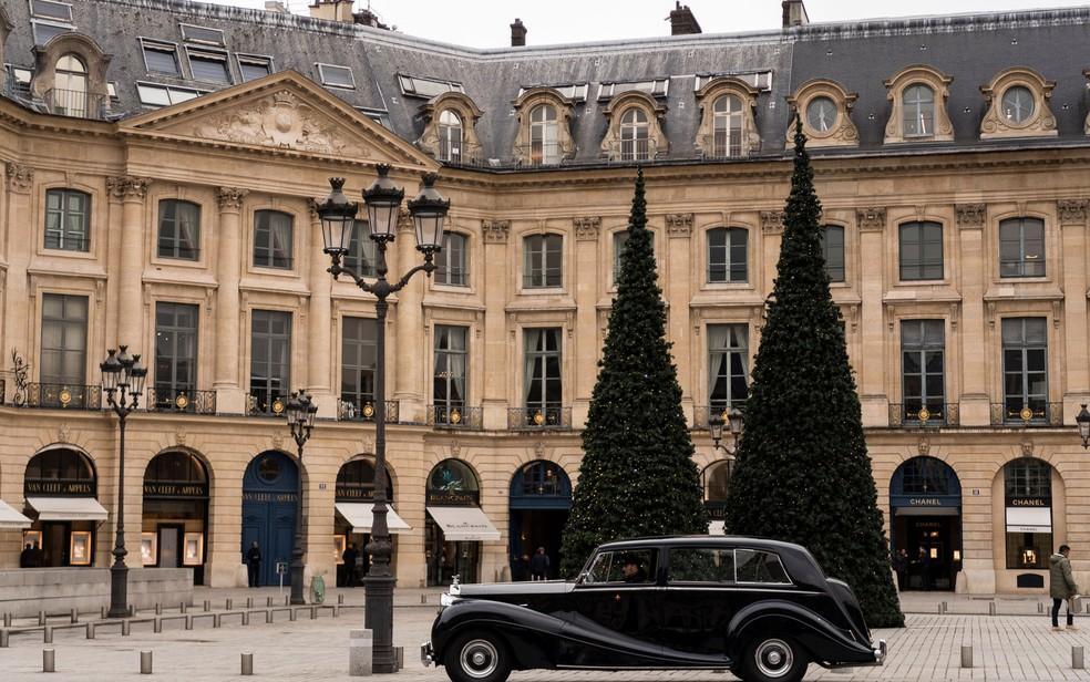 -  Rolls-Royce é visto em frente ao hotel Ritz, em Paris, na quinta-feira  11   Foto: Lionel Bonaventure/AFP