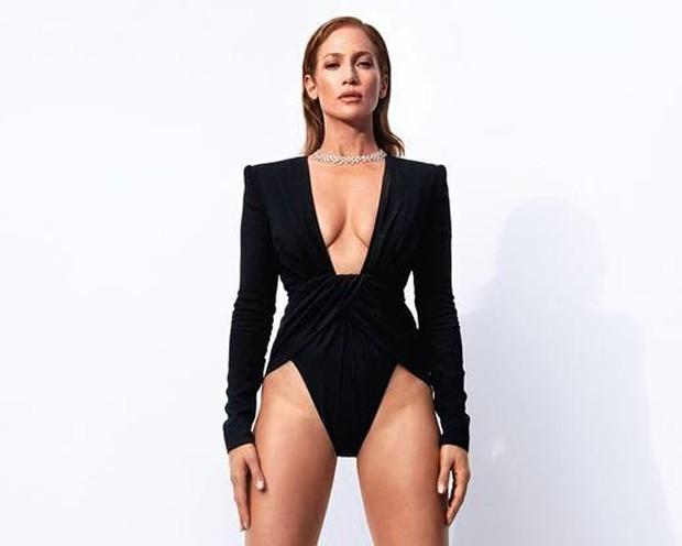 Jennifer Lopez (Foto: Camilla Akrans/Harpers Bazaar)