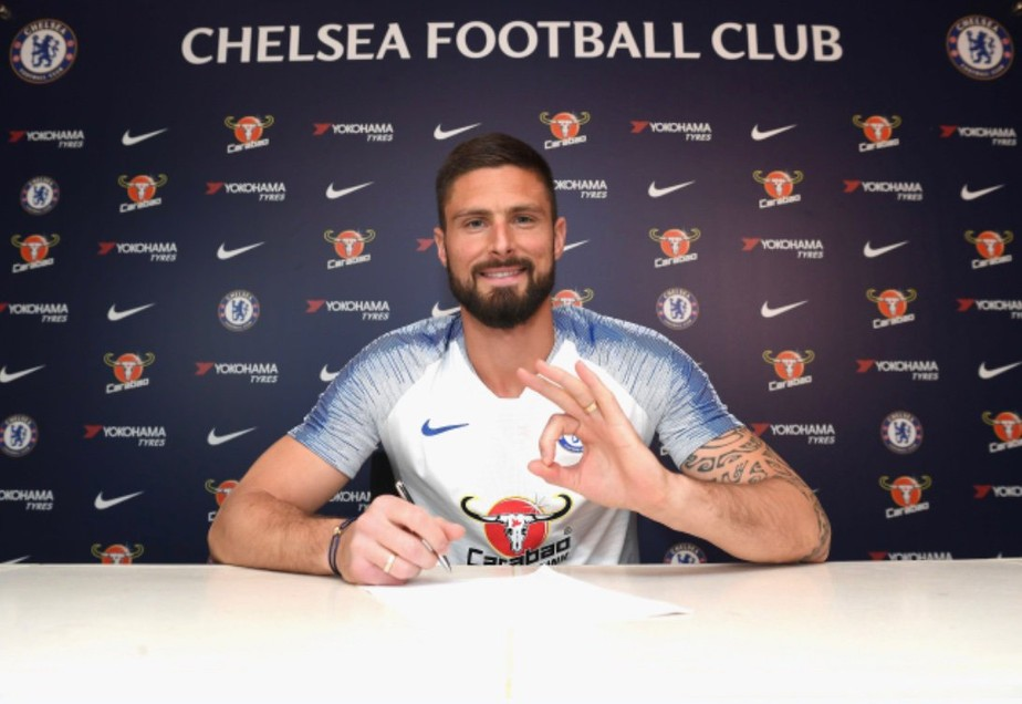 Artilheiro da Liga Europa, atacante Giroud renova com Chelsea por mais uma temporada