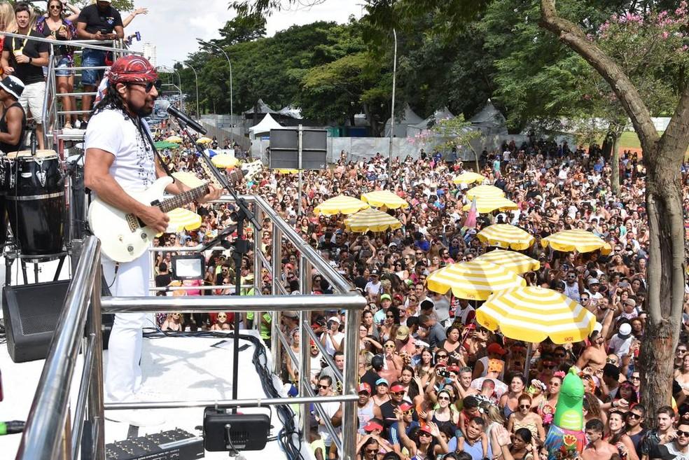 Cantor Bell Marques fez a folia no Parque Ibirapuera no Carnaval de 2019 — Foto: Roberto Casimiro/Foto Arena/Estadão Conteúdo