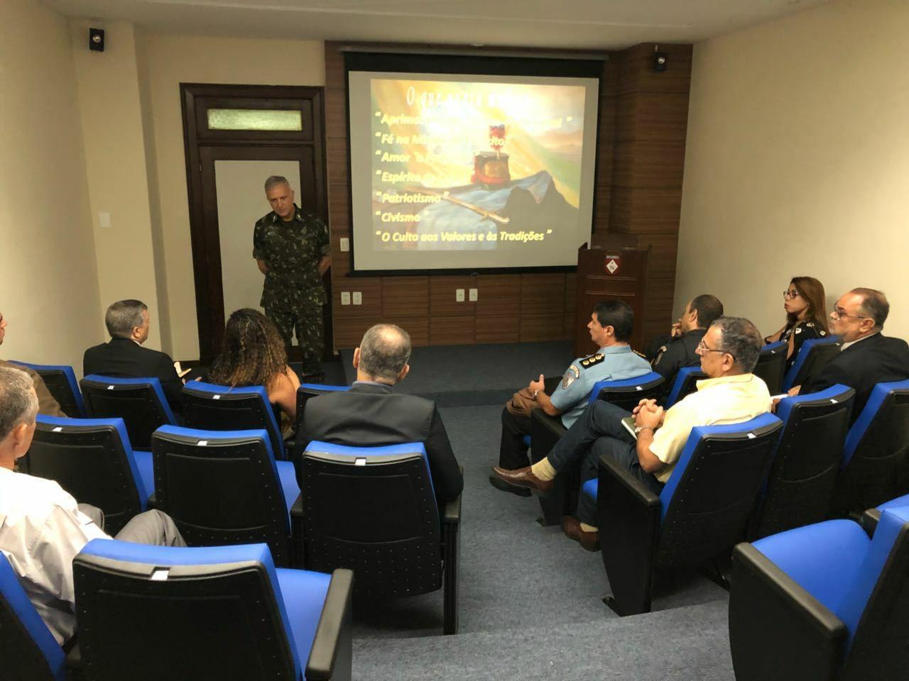 Encontro na Escola de Comando e Estado-Maior do Exército