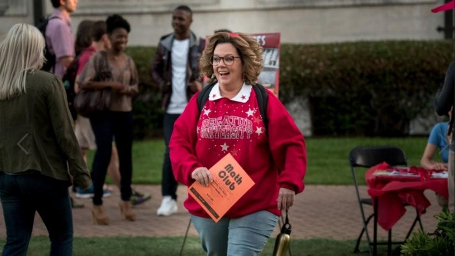 Melissa McCarthy é uma mãe que volta à universidade em a Alma da Festa (Foto: Divulgação)