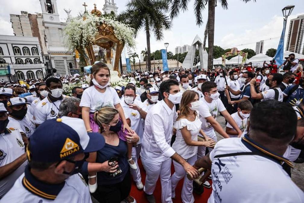 Círio de Nazaré 2021: Governador do Pará, Helder Barbalho, e a família acompanhando o Círio em Belém — Foto: Pedro Guerreiro / Ag.Pará