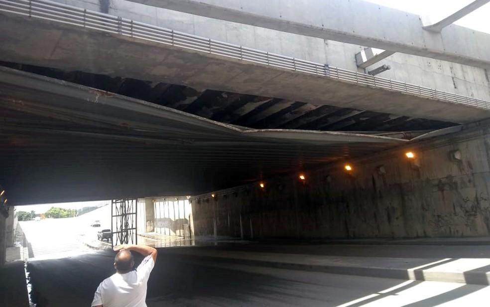 Cobertura de teto de túnel se desprendeu no Jordão, Zona Sul do Recife — Foto: Reprodução/WhatsApp