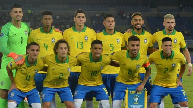 Jogadores titulares da seleção brasileira na partida contra o Uruguai