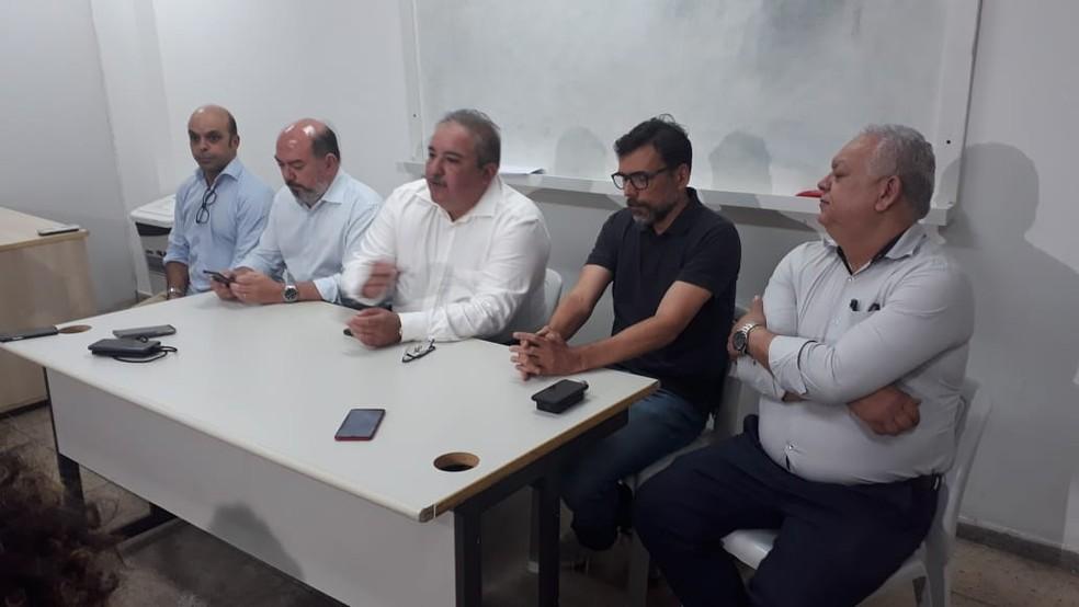 Autoridades de saúde de Pernambuco participaram de entrevista coletiva, na noite desta quarta (26), e  falaram sobre possíveis casos suspeitos de coronavírus — Foto: Rafazel Souza/G1