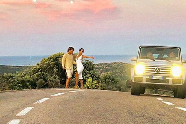 A modelo Emily Ratajkowski e o modelo australiano Jordan Barrett durante sessão de fotos na Itália (Foto: Instagram)