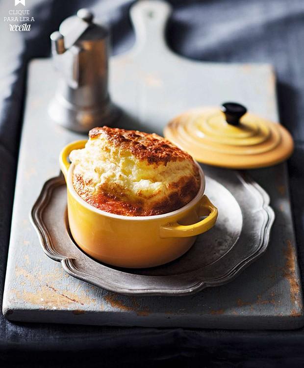Suflê de queijo, um clássico que sempre arranca suspiros de prazer. Nesta versão,  a receita leva um pouquinho de mostarda inglesa, para potencializar o sabor (Foto: StockFood / Gallo Images Pty Ltd.)