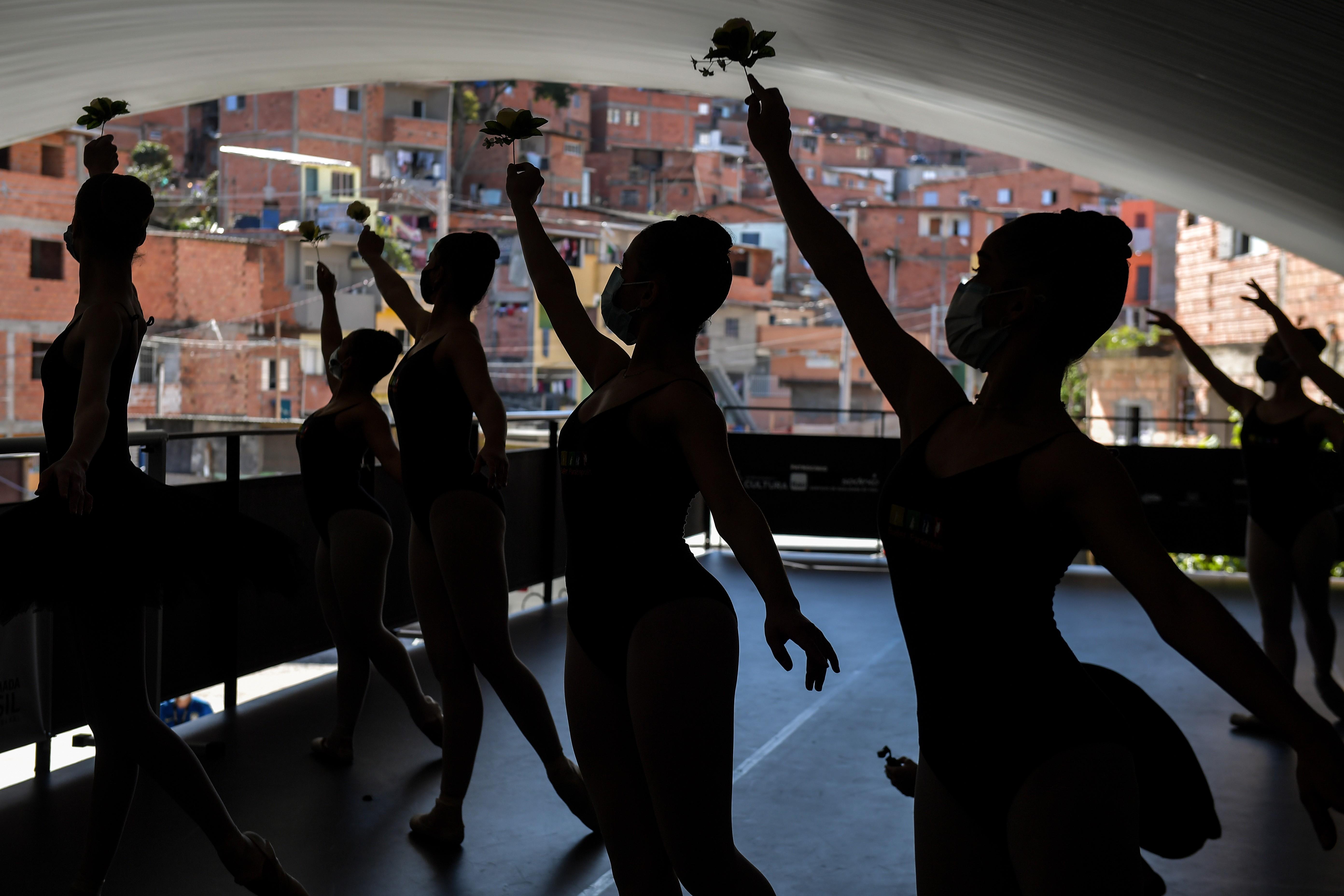 Balé de Paraisópolis retoma ensaios com coreografia sobre ação da PM que deixou 9 mortos na favela em 2019