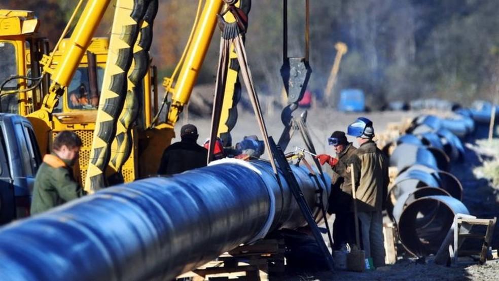Oleoduto Druzhba é o mais longo do mundo, conectando Rússia com a Europa Oriental e Ocidental — Foto: Getty Images/BBC