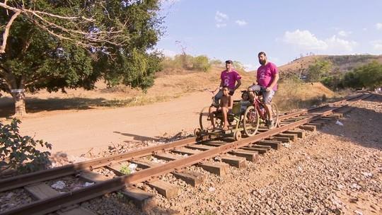 Reveja: Mário conhece 'biciclotrem' e bate-papo com 'pintor de trem'