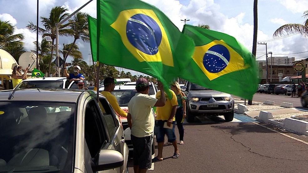 Manifestantes saíram às ruas em Aracaju — Foto: G1 SE