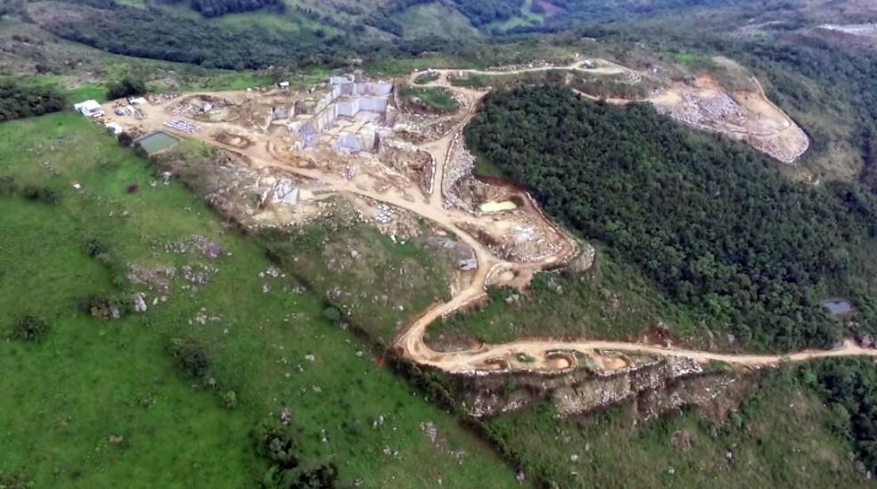 Lei quer alterar regras de exploração da Pedra Branca, em Caldas (MG) (Foto: Reprodução EPTV)
