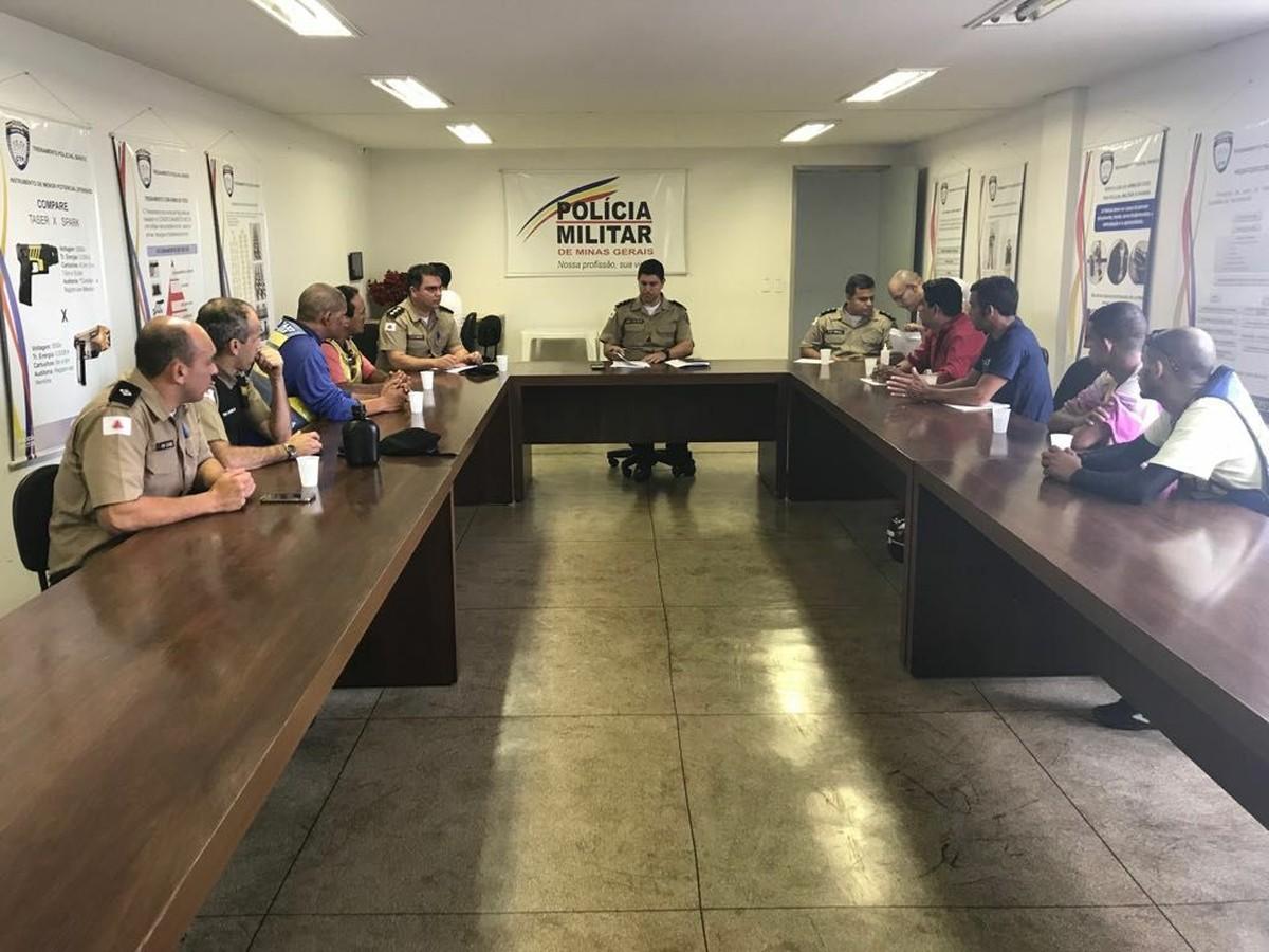 Em reunião com a PM, mototaxistas discutem sobre fiscalização de veículos clandestinos em Nova Serrana