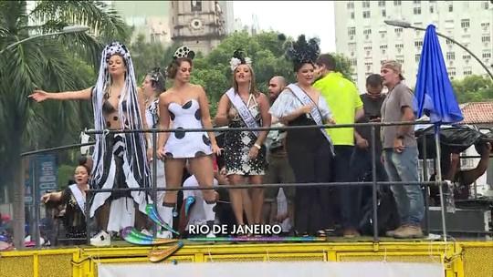 Cordão da Bola Preta arrasta foliões no Rio