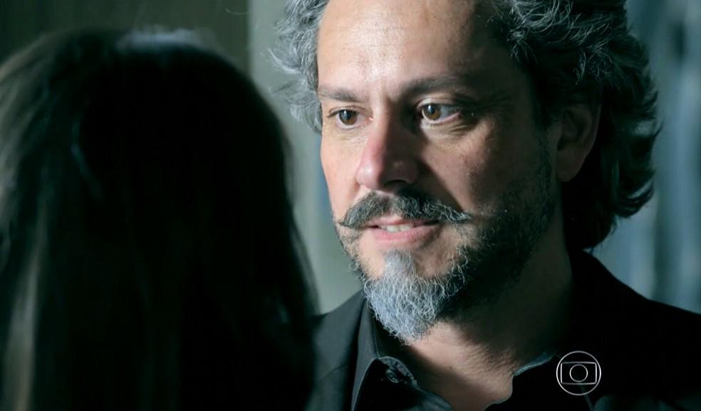 José Alfredo (Alexandre Nero) revela a Cora (Marjorie Estiano) que não dormiu com ela - 'Império' — Foto: Globo