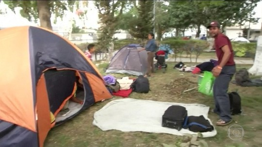 Caravana de migrantes lota abrigos na fronteira do México com os EUA