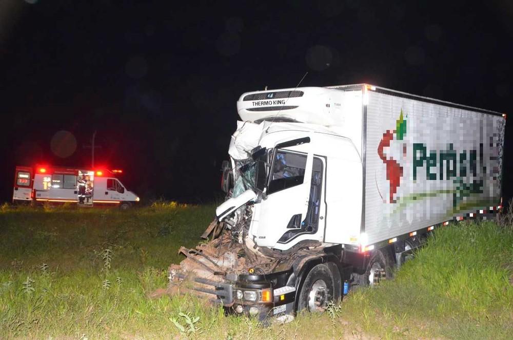Caminhoneiro, sobrevive a grave acidente, acidente de caminhão, vida de caminhoneiro, estradas perigosas, rodovia perigosa, realidade de caminhoneiro, flogão elite, flogao,