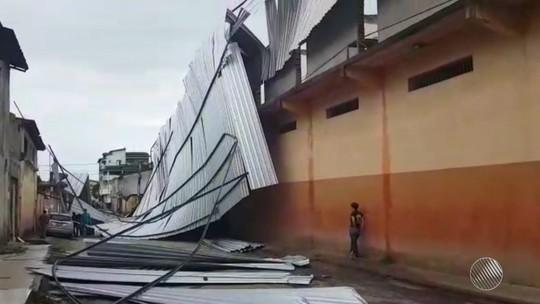 Cobertura de galpão é arrancada pela força dos ventos de 45 km/h em cidade da Bahia
