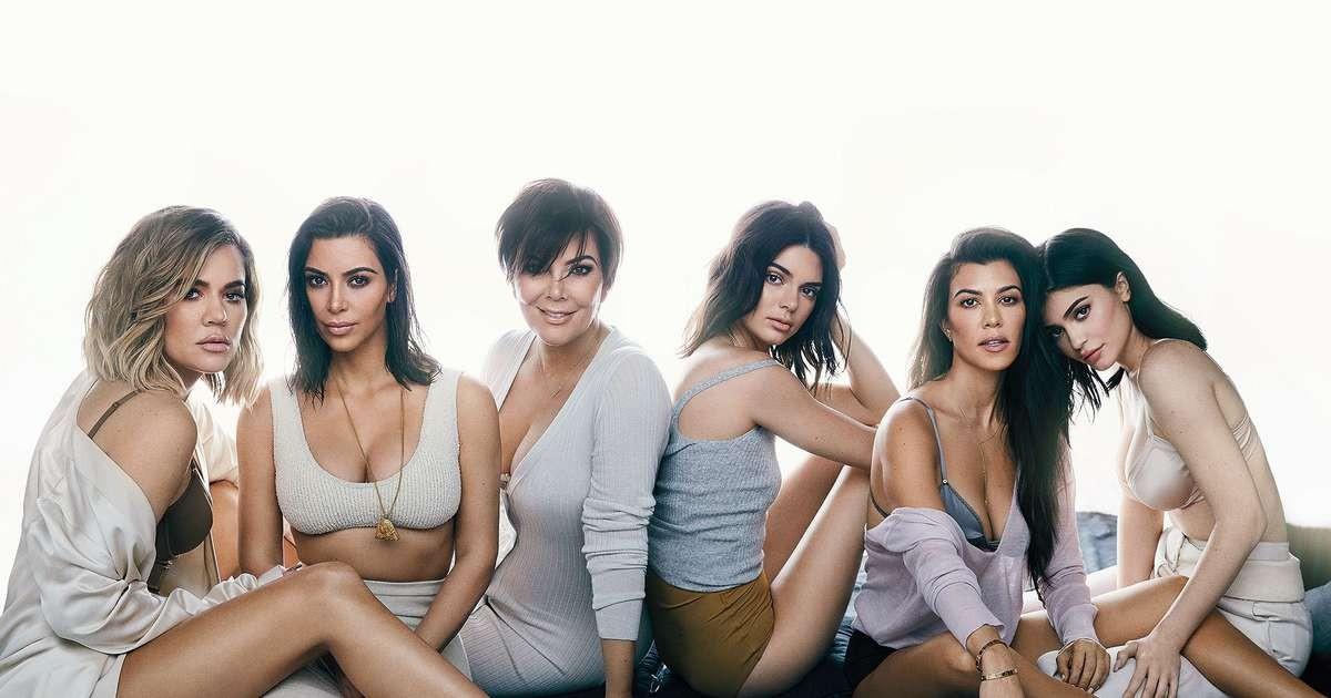 As irmãs Khloé, Kim, Kendall, Kourtney e Kylie com a mãe, Kris Jenner (Foto: Reprodução)