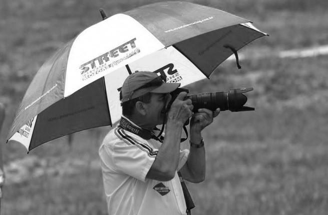 Fotógrafo morre após ser atropelado por moto durante cobertura de evento esportivo em SC