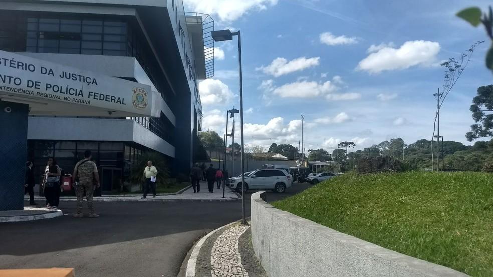 Governadores foram a Polícia Federal, em Curitiba, em uma tentativa de visitar o ex-presidente Lula (Foto: Dulcineia Novaes/ RPC Curitiba)