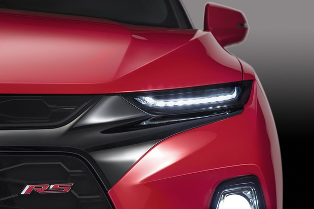 2019 Chevrolet Blazer features a distinctive lighting execution on all models that separates the headlamps and LED daytime running lamps. (Foto:  )